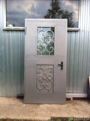 двери металлические входные остекленные с ковкой