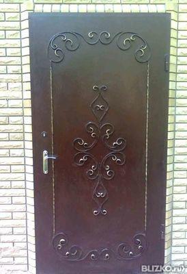 полуторная металлическая дверь с фрамугой